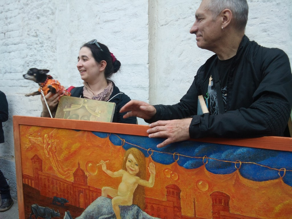 Константин Звездочетов, объект «Коллекция живописи», картон, акрил, конструкция с картинами на тележке