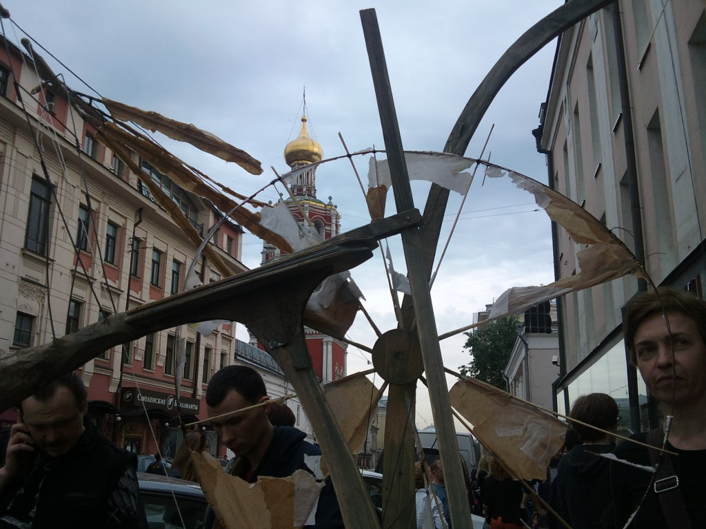 Сергей Якунин, звучащий объект «Происхождение мастера», проволока, бумага, дерево, смешанная техника