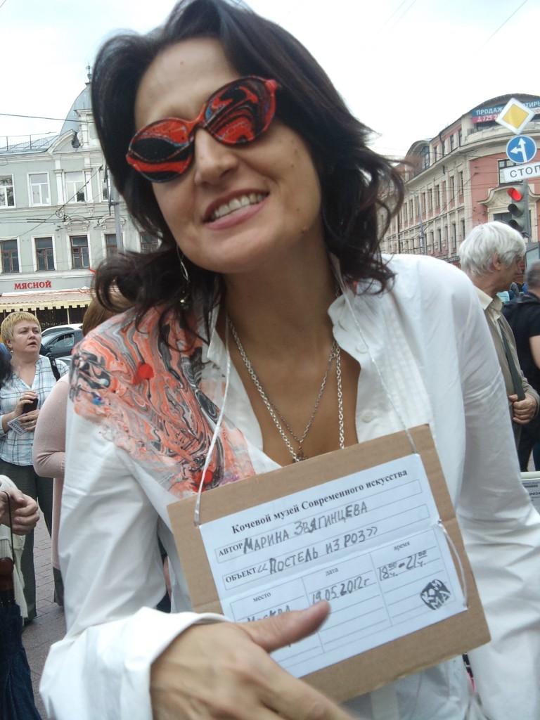 неотразимо: Марина Звягинцева в красно-черних очках